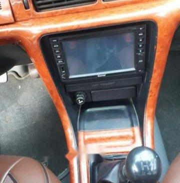 Cần bán gấp Nissan Bluebird sản xuất 1993, màu bạc xe gia đình, giá chỉ 80 triệu