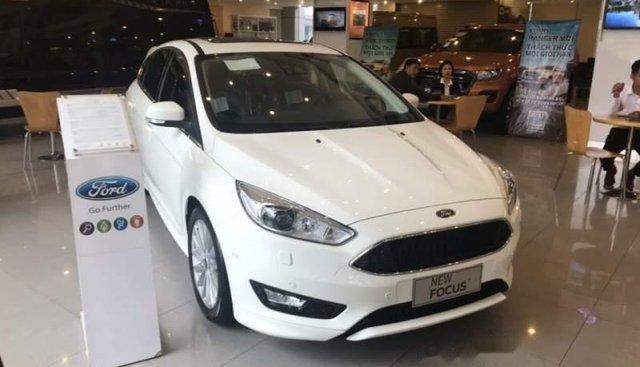 Hà Thành Ford bán xe Ford Focus sản xuất 2019, màu trắng, giá 700tr