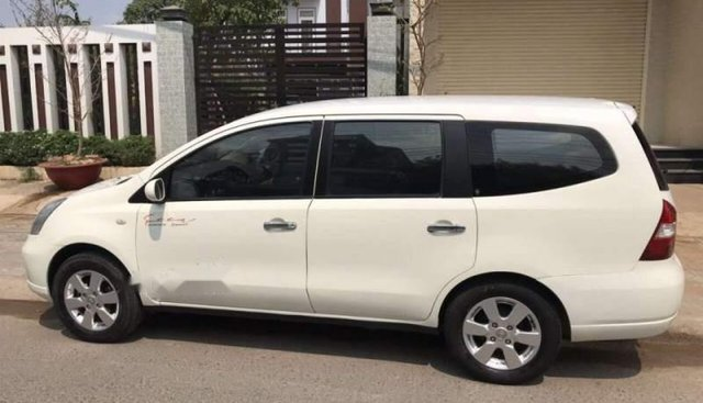 Chính chủ bán Nissan Grand livina năm sản xuất 2011, màu trắng, xe nhập