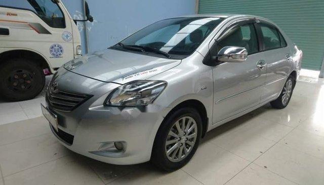 Cần bán lại xe Toyota Vios sản xuất 2012, màu bạc xe gia đình