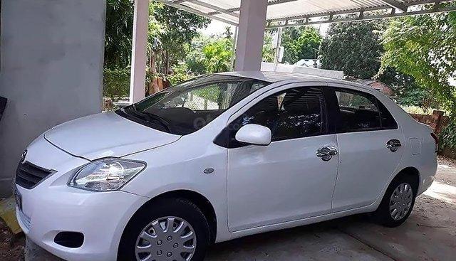 Bán xe Toyota Vios 1.5E đời 2011, màu trắng còn mới