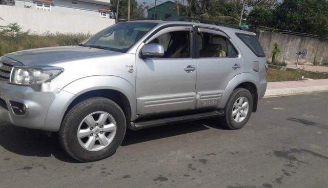 Cần bán xe Toyota Fortuner sản xuất năm 2009, màu bạc