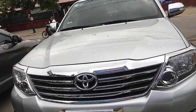 Cần bán Toyota Fortuner 2.7V 4x2 AT đời 2014, màu bạc còn mới