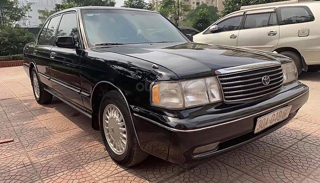 Bán Toyota Crown đời 1993, màu đen, xe nhập