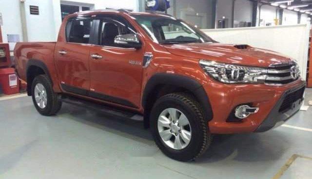 Cần bán Toyota Hilux năm sản xuất 2017, 2 cầu xe đẹp