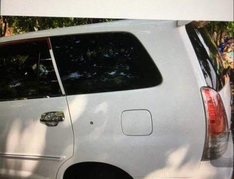 Bán xe Toyota Innova sản xuất năm 2011, màu trắng, nhập khẩu chính chủ