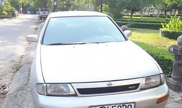 Cần bán Nissan Bluebird SSS 1.8 1993, màu bạc, nhập khẩu xe gia đình