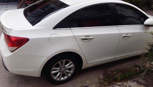 Bán xe Chevrolet Cruze đời 2015, màu trắng, giá tốt