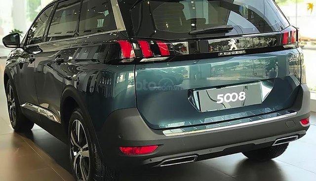 Cần bán xe Peugeot 5008 1.6 AT đời 2019, màu xanh lam