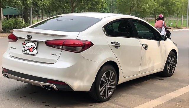 Bán Kia Cerato sản xuất năm 2018, màu trắng số sàn, giá tốt