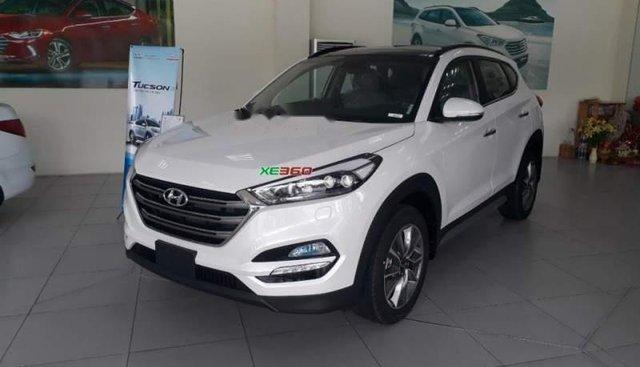 Cần bán Hyundai Tucson năm 2018, màu trắng, giá chỉ 900 triệu