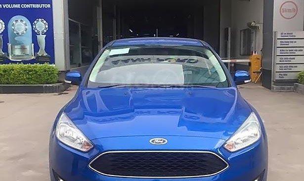 Cần bán xe Ford Focus trend Ecoboot đời 2019, màu xanh lam