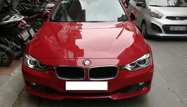 Cần bán xe BMW 320i sản xuất 2012 màu đỏ
