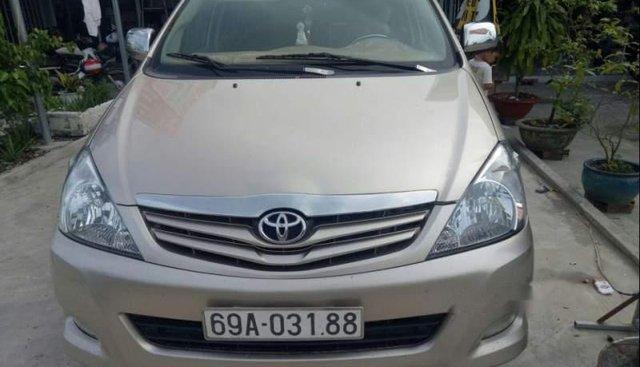 Bán xe Toyota Innova đời 2011, màu vàng