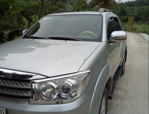 Bán Toyota Fortuner đời 2010, màu bạc