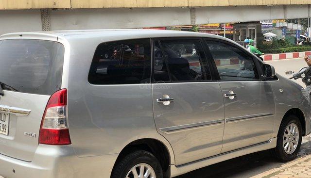 Bán Toyota Innova MT 2013, màu kem, nội thất ghi
