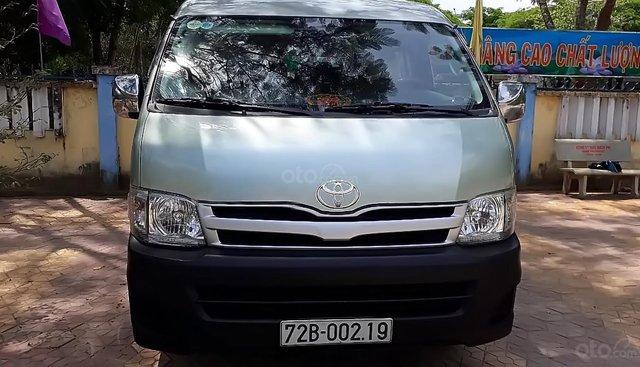 Cần bán gấp Toyota Hiace sản xuất năm 2011 chính chủ