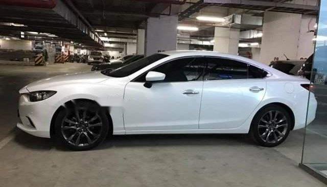 Cần bán gấp Mazda 6 sản xuất năm 2018, màu trắng