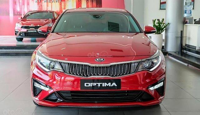 Cần bán Kia Optima 2.0 đời 2019, màu đỏ