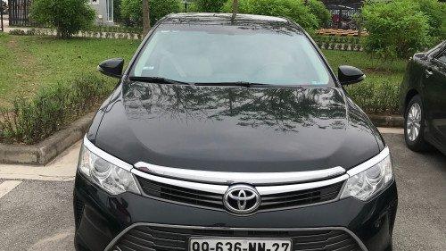 Cần bán Toyota Camry 2.0 sản xuất 2015, màu đen