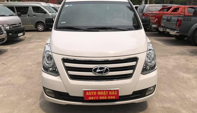 Bán xe 9 chỗ, đời 2016, loại xe Hyundai máy dầu, số sàn, được nhập khẩu từ Hàn Quốc