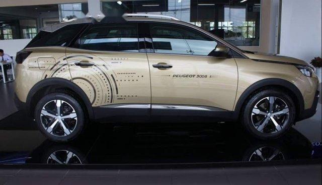 Cần bán Peugeot 5008 2019, màu vàng