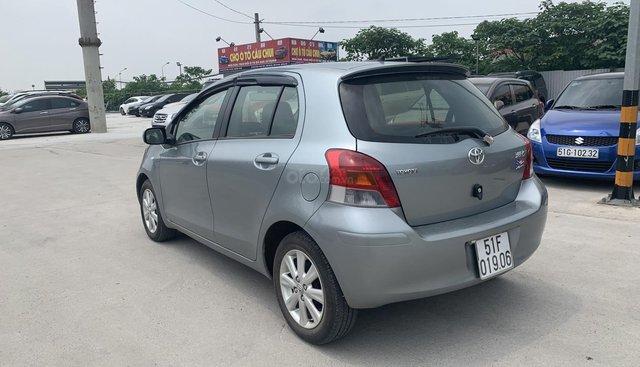 Toyota Yaris 1.3 đời 2010, màu xanh lam, nhập khẩu nguyên chiếc
