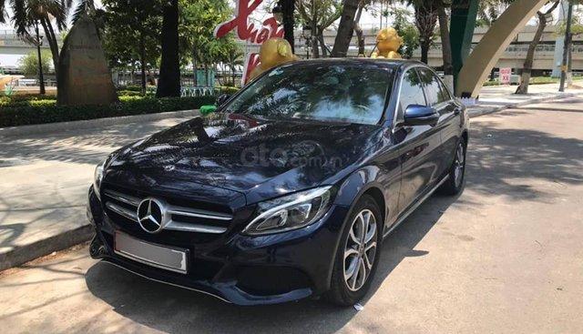 Bán xe Mercedes C200 xanh/kem, model 2017 cũ chính hãng