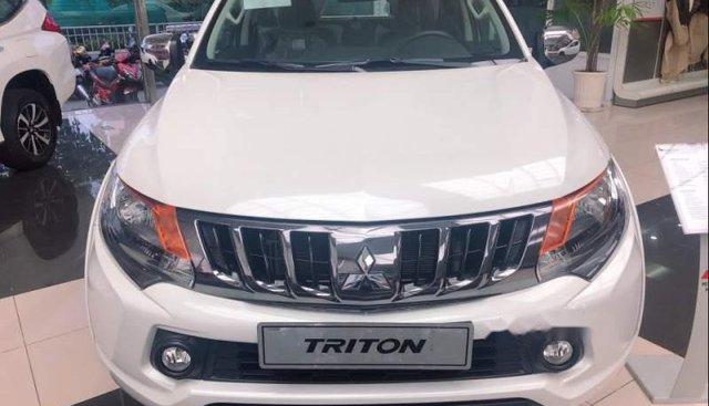 Bán Mitsubishi Triton sản xuất 2019, màu trắng, xe nhập