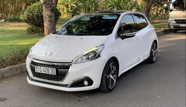 Cần bán xe Peugeot 208 đời 2015, màu trắng, xe nhập, 700 triệu