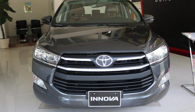 Toyota Innova 2.0E số sàn, đủ màu, giao ngay, khuyến mãi khủng