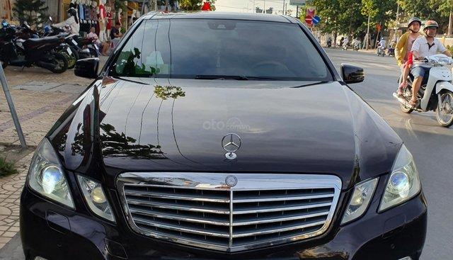 Bán xe Mercedes E300 2010 màu nâu giá 770tr và Camry 2.5Q 2012 trắng, giá 780tr