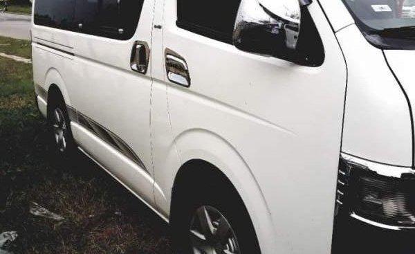 Cần bán gấp Toyota Hilux đời 2007, màu trắng xe gia đình, giá chỉ 275 triệu