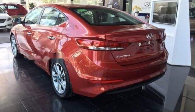 Bán ô tô Hyundai Elantra 2.0AT 2019, màu đỏ