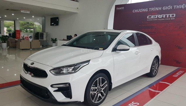 Bán xe Kia Cerato Deluxe sản xuất 2019, màu trắng, tư vấn hỗ trợ trả góp lên tới 90% giá trị xe