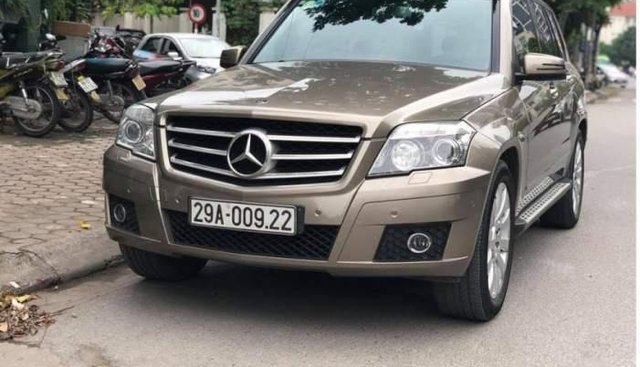 Bán xe Mercedes GLK 300 sản xuất năm 2011, màu vàng cát, nhập khẩu