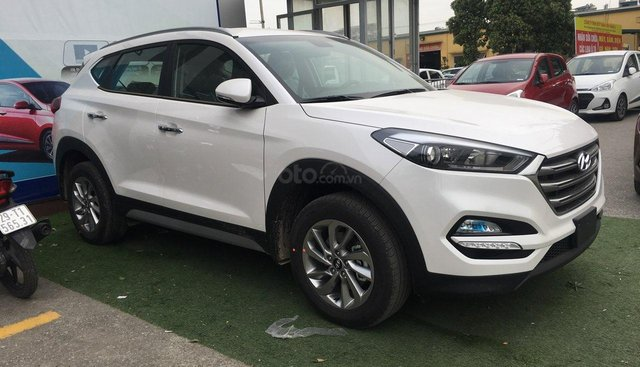 Bán xe Hyundai Tucson 2.0AT - Bản tiêu chuẩn năm sản xuất 2019, giá tốt, KM hấp dẫn