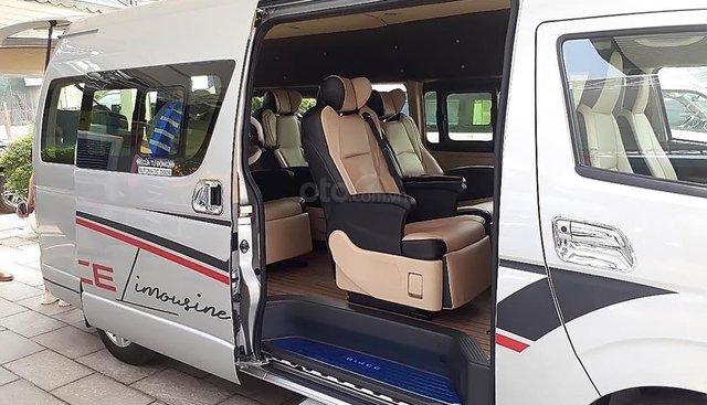 Cần bán xe Toyota Hiace Limousine sản xuất 2018, màu bạc, nhập khẩu