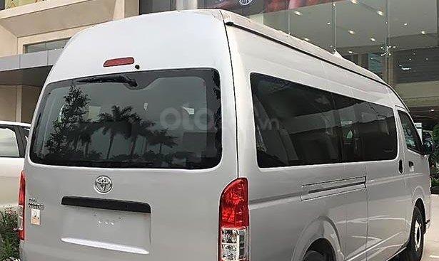 Cần bán Toyota Hiace 3.0 MT đời 2019, màu bạc, xe nhập