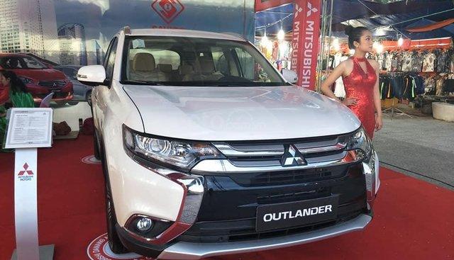 Bán ô tô Mitsubishi Outlander 2.0 CVT sản xuất năm 2019, màu trắng, 807 triệu