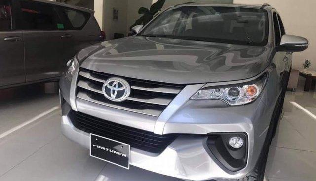 Bán Toyota Fortuner 2.4G MT 2019, màu bạc, nhập khẩu