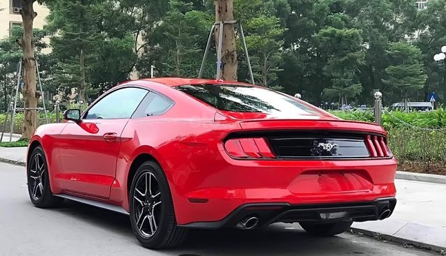 Bán xe Ford Mustang 2.3 EcoBoost Fastback sản xuất 2019, màu đỏ, nhập khẩu nguyên chiếc