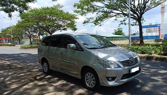 Cần bán xe Toyota Innova 2.0E sản xuất năm 2012, xe ông lão đi nay bán lại 460 triệu