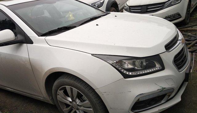 Cần bán Chevrolet Cruze LTZ 1.8L năm sản xuất 2017, màu trắng, xe đẹp như mới