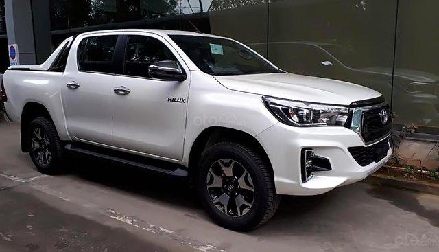 Bán tải Toyota Hilux 2.8L - Mới 100%, xe 2 cầu, số tự động, máy dầu