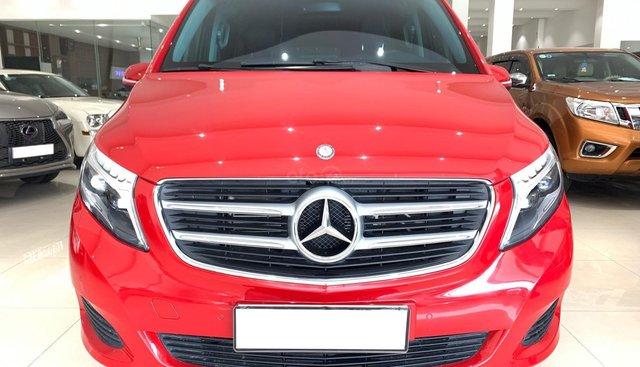 Bán xe Mercedes-Benz V220D đỏ quyền lực