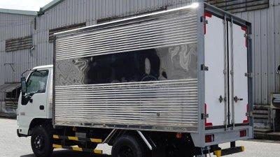 Xe tải Isuzu 2T4 thùng kín 3m6 - trả trước 80 triệu nhận xe