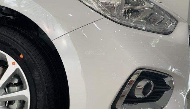 Hyundai Accent MT trắng lấy xe ngay chỉ với 150tr, hỗ trợ đăng ký Grab, tặng bộ phụ kiện cao cấp. LH: 0903175312