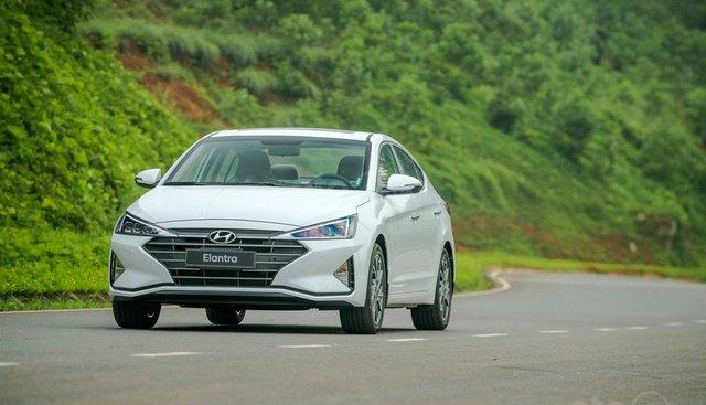 Hyundai Đà Nẵng bán xe Hyundai Elantra bản Facelift New đời 2019, nhập khẩu 3 cục từ Hyundai, giá rẻ nhất 560tr