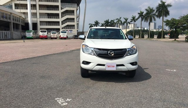 Bán xe Mazda BT 50 2.2L 4X4 MT sản xuất năm 2016, màu trắng, xe nhập